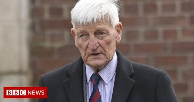 Dennis Hutchings: Ex-soldier on trial over Troubles capturing dies