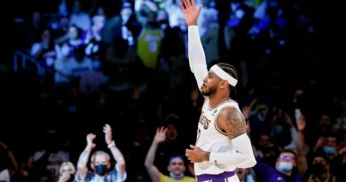 Lakers' Carmelo Anthony passes Moses Malone for ninth on all-time scoring checklist